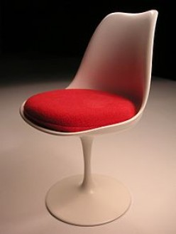 1950s Tulip chair by Eero Saarinen.