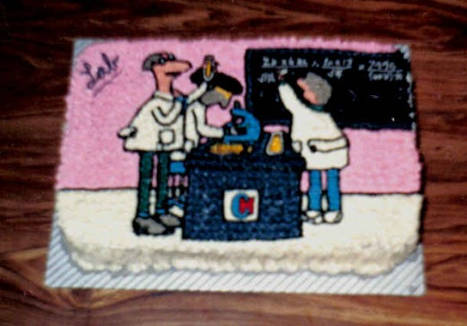 cake size is 11 x 14 inches. The cake was entered in a cake contest at a hospital. So the picture I drew is a lab. Came in first prize.