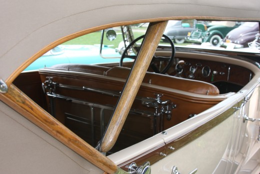 Rear window detail, 1930 Packard Phaeton