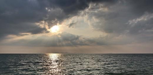"""Bild """"Ozean-Wolken-Sonnenlicht"""" von bilder.n3po.com"""