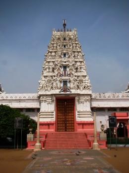 Sethani temple with distinctive Dravidian Gopuram, PUSKAR