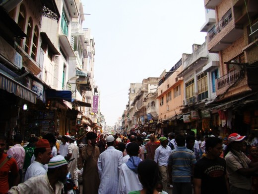 Thecrowded alley to the Dargah