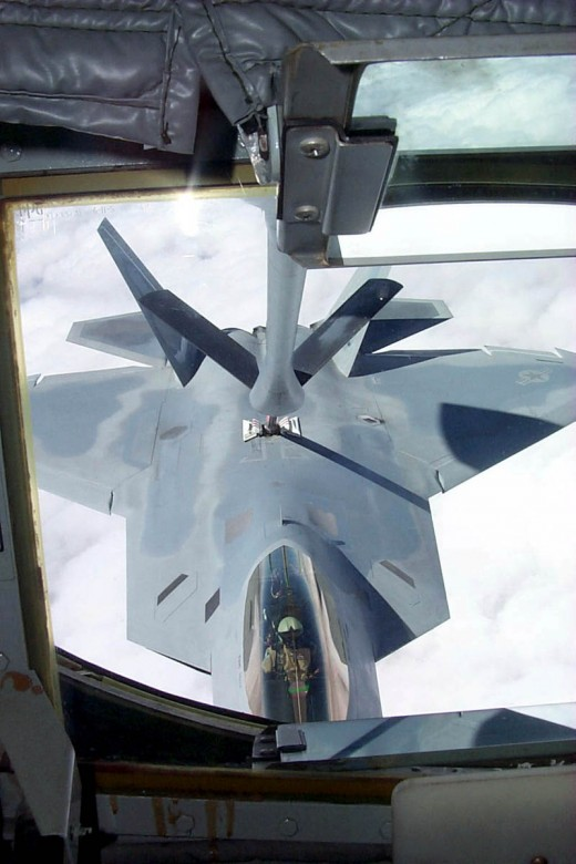Mid sky refueling by F22 Raptor - Supercruise enabled fighter jet