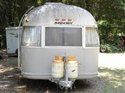 This Classic Argosy travel trailer utilizes both painted steel and vinyl trim for the RV exterior.