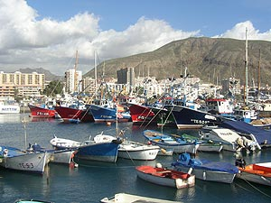 Los Cristianos harbour - photo by David Parkes