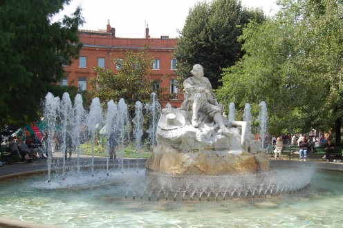 We sat in this park to have our lunch and got chatting to a lovely French lady who was very interested in who we were and why we were in Toulouse - pays to eat Al Fresco sometimes