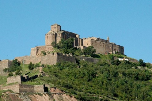 This file is licensed under the Creative Commons. See: http://en.wikipedia.org/wiki/File:Castell_de_Cardona.JPG