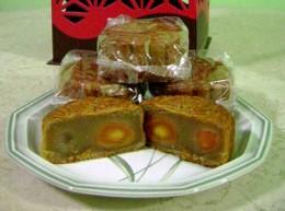 Double-yolk white lotus paste mooncakes