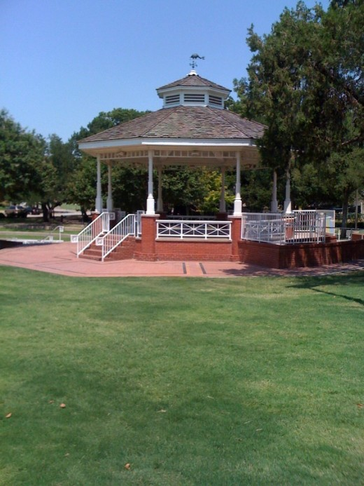 It's a gazebo at Haggard memorial park.  They used to be all over the place.