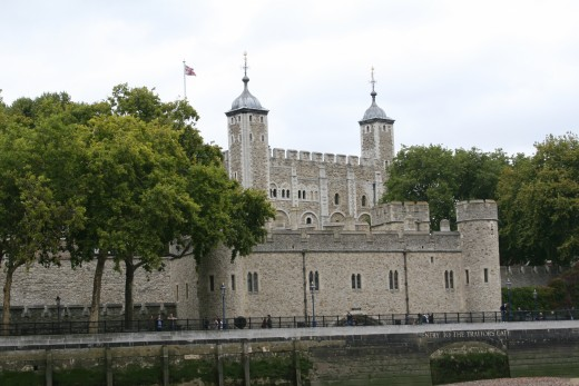 View of Tower of London, approaching from river Thames. (Desert Blondie photo)