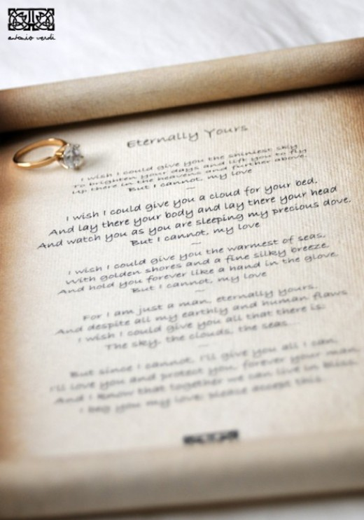 With the 'Aged' look, the parchment-style paper used for this romantic gift is of the highest quality.