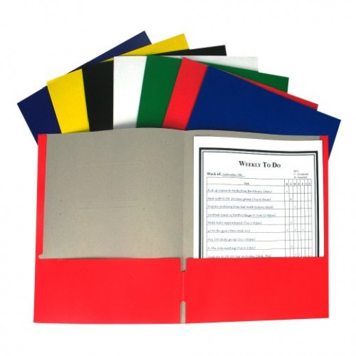 Different colors and coatings make pocket folders ready for school for all purposes.