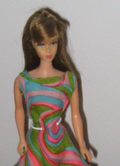 "Twist n Turn Barbie in ""Swirly Cue"""
