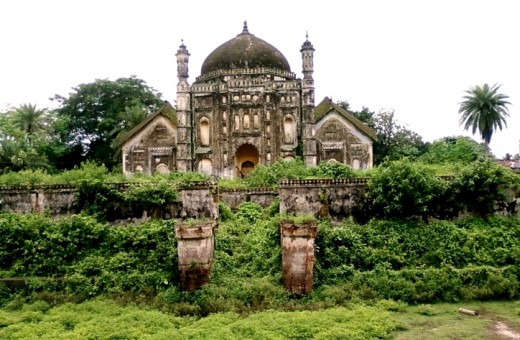 "Fusion architecture : central dome of Mughal architecture flanked by ""Do-Chala"" structures of typical Bengal style"