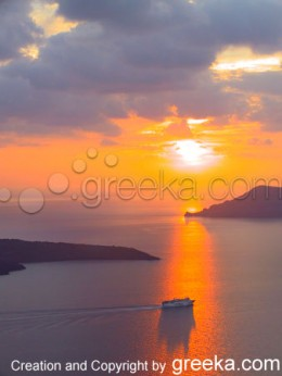 Santorini Pictures: Amazing sunset of Santorini Greece.