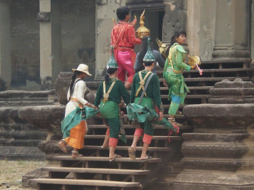 Dancers dressed in Traditional Dancing Costumes at Angkor Wat, Temples of Angkor, Cambodia