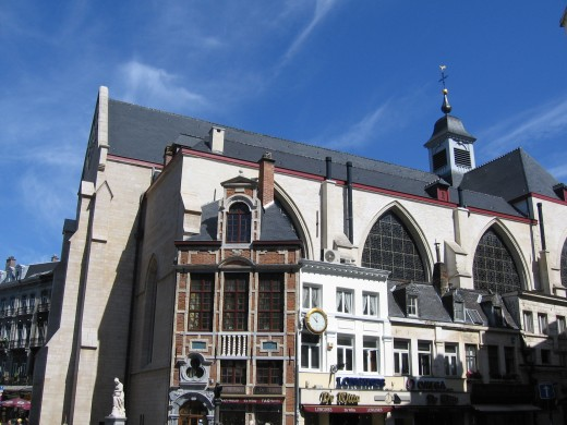 St. Nicolas's (Stock Exchange) church, Brussels, with ancient houses backing onto it.