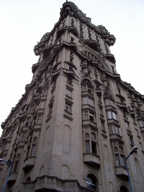 View of the Salvo Palace from the corner of 'Avenida de 18 de Julio' and Independence Square