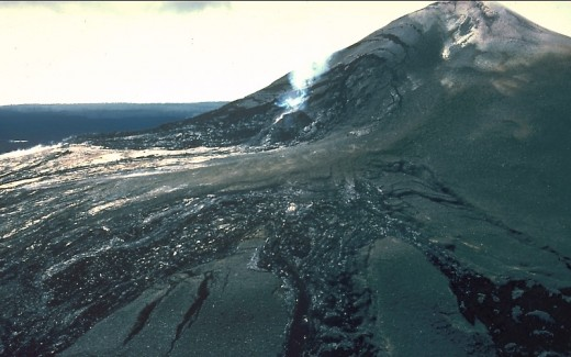 Pu'u O'o October 1986. Nearly 1000 feet tall.