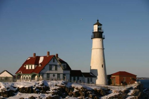 The sun reflects off of Portland Head Light on a bright winter day. Date  3 February 2005( Author :Justin Russell from Bangor, Maine, United States