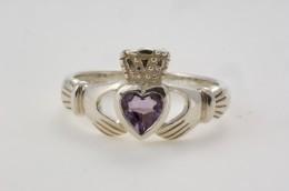 To see more Celtic jewelry visit soedasicelticjewelry.com see usefull links