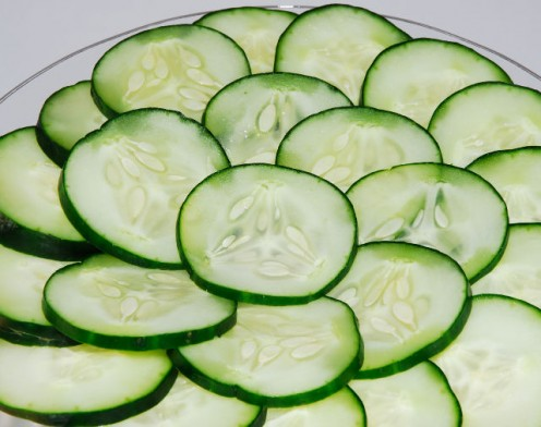 Cucumber Slices with Olive Oil and Rice Vinegar