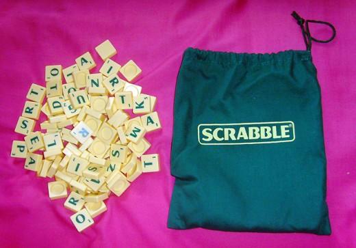 100 SCRABBLE TILES - PLASTIC ROUND BACKS COMPLETE SET