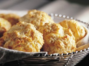 And below is a simple recipe for cheddar cheese biscuits. These are great biscuits for tailgating.