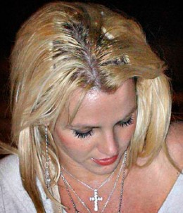 This is just plain nas-ty! And the award for the worst hair extensions in the history of mankind goes to... Britney Spears!
