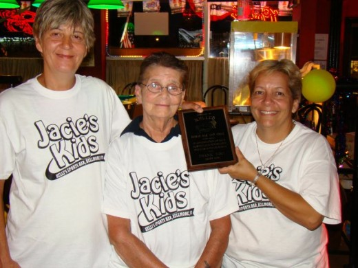 Jacie is a terrific lady who helps Kids that are sick. She's featured in the pic (middle) Presenting an award.