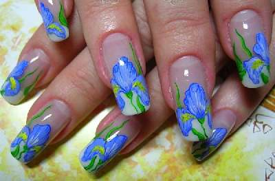 Cute acrylic nails designs with floral nail art. See how beautiful acrylic nails designs can look when made only in three modern colors, such as blue, green and yellow are.