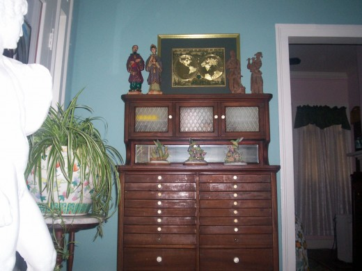 Antique dentist cabinet from circa 1900 placed in living room by Zona Gayle Thorpe Watkins  when she moved into the Old Homeplace in Nov 2007.