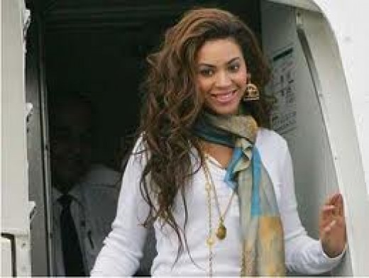 Beyonce is beautiful as she exits from a plane trip!