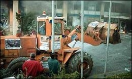"""People came even with the excavator to brake down the """"police circles""""..."""