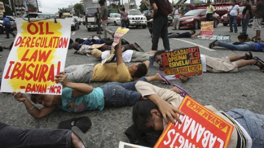 A group of students protested disrupted traffic in Manila on Sept 19, 2011.