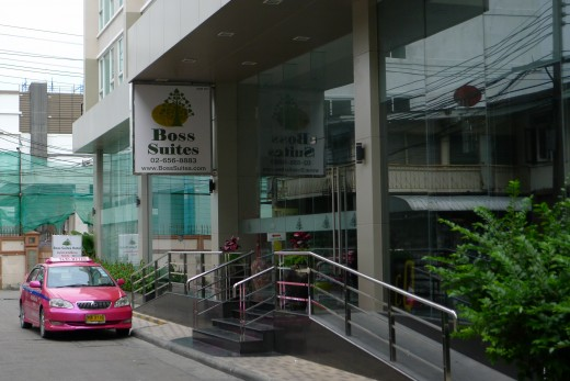 Boss Suites Hotel Bangkok Entrance