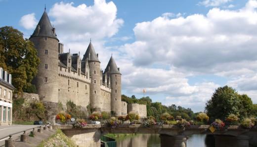 Josselin Castle alongside the river Oust