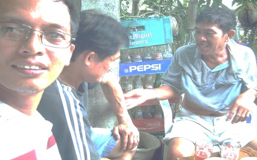 Travel Man during an afternoon drinking session (Filipino-style) with older cousins (Photo taken last Sept. 14, 2011)