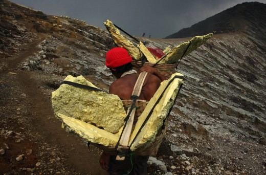 Man collects Sulfur