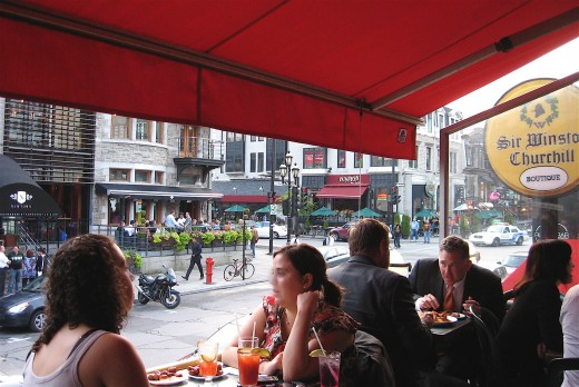On rue Crescent, Dundees can be seen across the street from the pub Sir Winston Churchill.