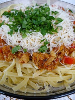 Tagliatelle_with_Bolognese_sauce