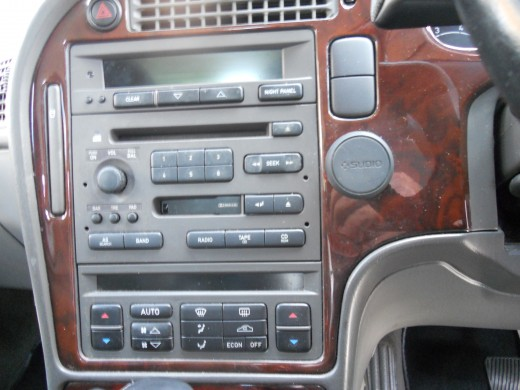 wood grained console in the Saab 9-5