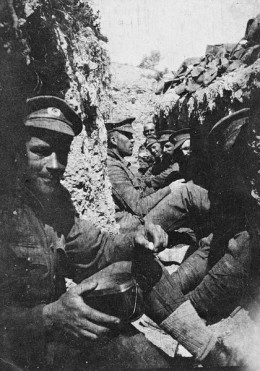 Soldiers entrenched at Gallipoli, Turkey 1915