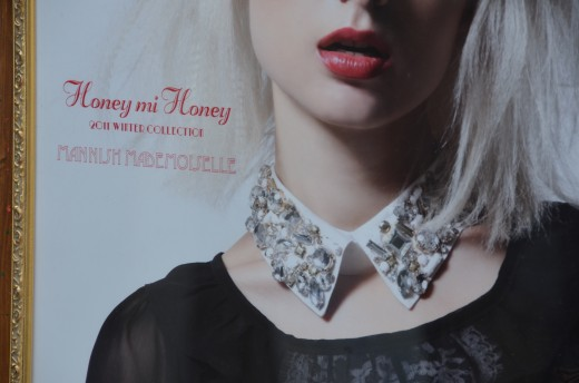 A detachable collar advertised in Harajuku