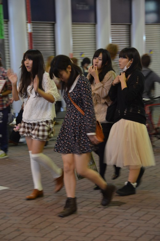 This group of girls summarizes some of the biggest fall trends in Tokyo - tulle skirts, dresses with peter pan collars, and over-the-knee socks. Too bad I caught them all at an awkward moment.