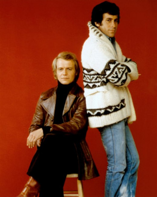 Paul Michael Glaser (right) in his trademark 'Starsky' Cardigan with David Soul (left) in Starsky and Hutch.