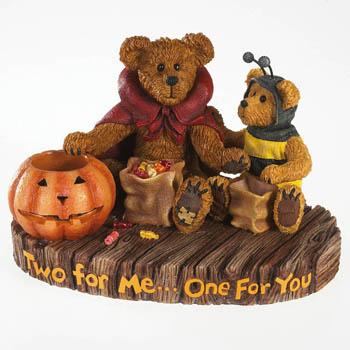 Fun Resign Halloween Bears
