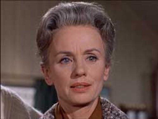 During this early scene in the film, showing a confident Lydia Brenner (Jessica Tandy)