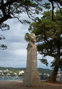 Statue of Admiral Collingwod, Mahon, above the harbour
