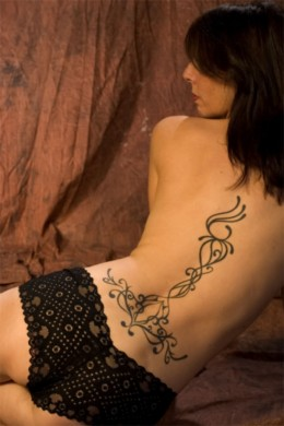 Curvy Line Art on Back